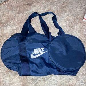 Vintage NIKE lightweight duffle gym bag